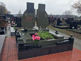 Памятник с цветником фото 23
