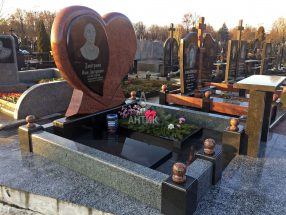 Памятник с сердцем фото 17