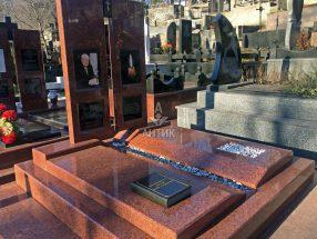 Памятник с надгробной плитой фото 8