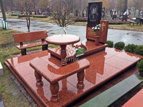 Памятник со столиком и лавочкой фото 17