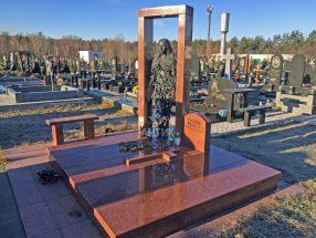 Памятник со столиком и лавочкой фото 5